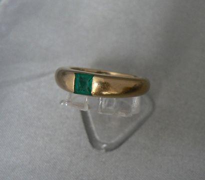 Bague en or jaune, en forme d'anneau, agrémentée...
