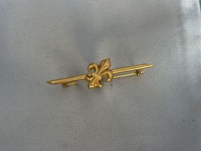Barrette en or jaune, agrémentée d'une fleur...