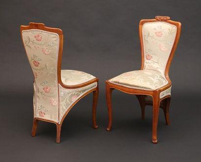 COLONNA Edouard (1862-1948)  Paire de chaises en bois naturel ciré à dossier...