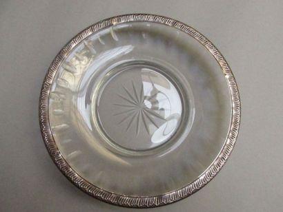Assiette ronde et creuse en cristal taillé,...