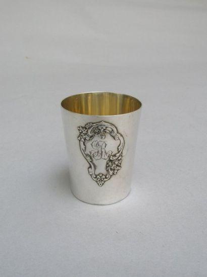 Timbale en argent uni de forme  tronconique,...