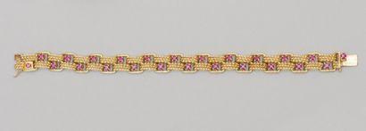 Bracelet en or rose à maillons cordés,  agrémenté...
