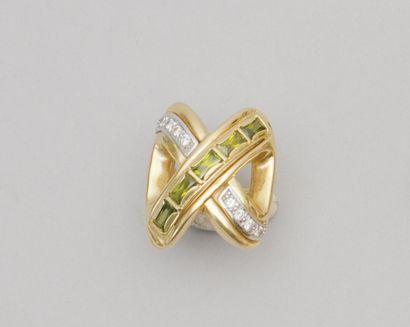 Bague en or jaune, à décor de croisillons,...