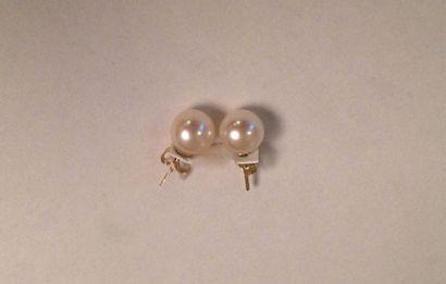 Paire de boucles d'oreille en or jaune  ornée...