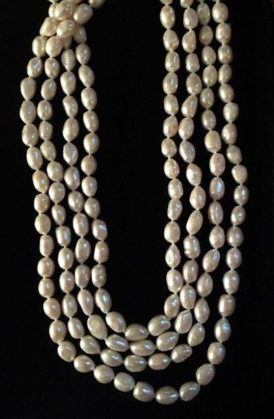 Sautoir de perles de culture d'eau douce....