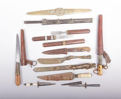 Petite collection de couteaux et couverts...