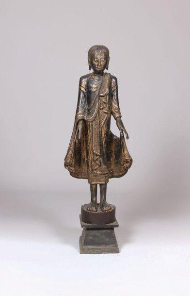 THAÏLANDE  Bouddha debout en bois patiné...