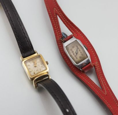 Deux petites montres de dame en métal, l'une...