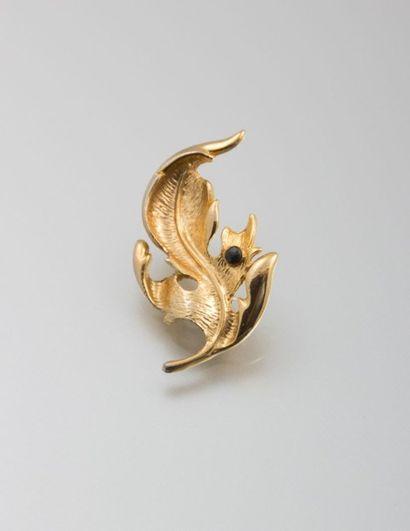 Broche en métal doré en forme de feuille,...
