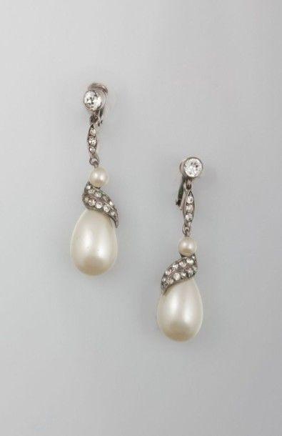 Paire de pendants d'oreille, ornés de perles...