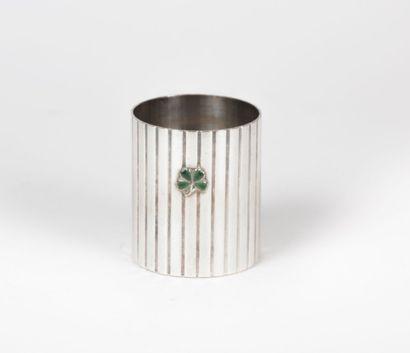 Gobelet à fond plat en métal argenté, la...