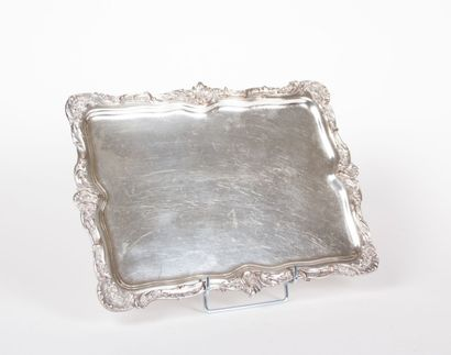 Plateau en métal argenté de forme  rectangulaire...