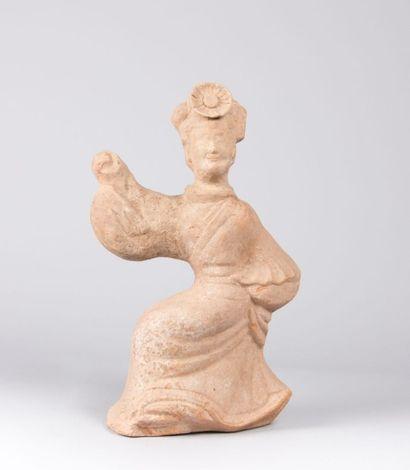 CHINE  Femme dansant en terre cuite  Probablement...