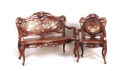 INDOCHINE  Canapé et un fauteuil en bois...