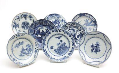 CHINE - JAPON  Huit assiettes en porcelaine...