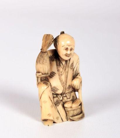 JAPON  Okimono en ivoire figurant un sage...