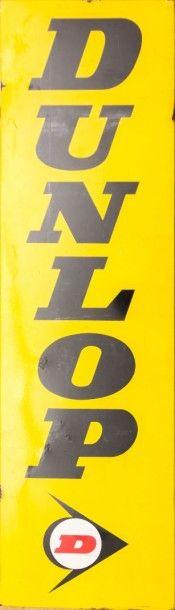 Plaque émaillée rectangulaire marquée Dunlop...