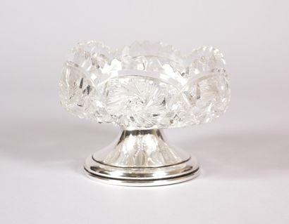 Coupe en cristal taillé à décor de pointes...