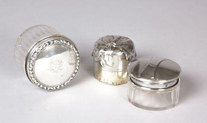 Boite de forme ronde en cristal taillé à...