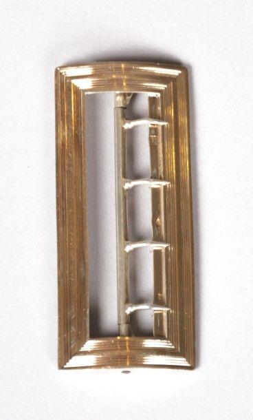 Boucle de ceinture en argent doré de forme...