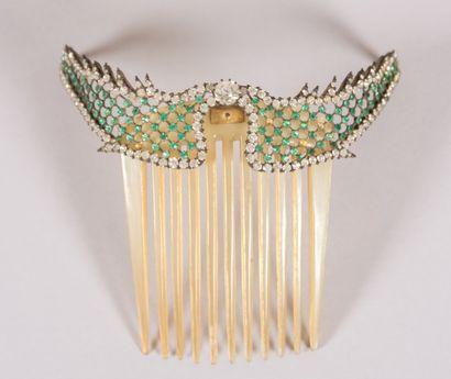 Diadème en laiton simulant deux ailes à fond...
