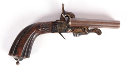 Pistolet à coffre à deux canons rayés juxtaposés...