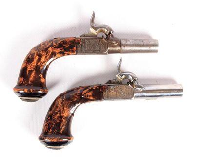 Paire de pistolets à coffre à canons à rayures...