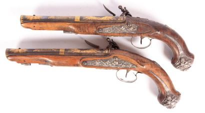 Paire de pistolets pour officier - canons à deux pans latéraux puis ronds et légèrement...