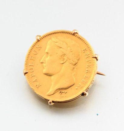 Broche en or présentant une pièce de 40 francs...