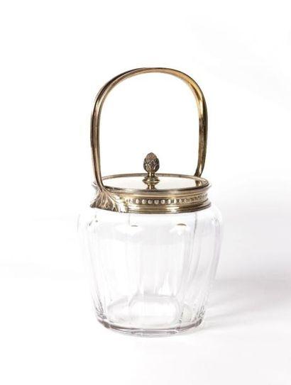 Bonbonnière en cristal orné de larges cannelures,...