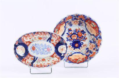 JAPON  Bol en porcelaine à bordure crénelée...