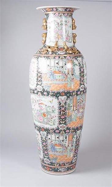 CHINE  Très important vase en porcelaine...