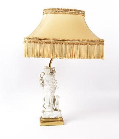 CHINE  Lampe en laiton et porcelaine, elle...