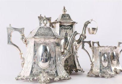Service à thé et à café en argent comprenant une théière, une cafetière, un sucrier...