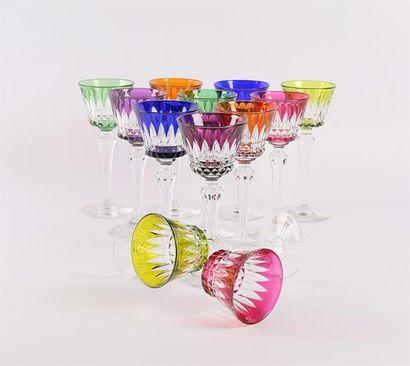 BACCARAT Douze verres à vin du Rhin en cristal...