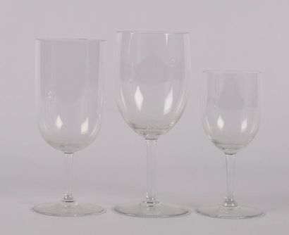 BACCARAT Service de table en cristal comprenant...