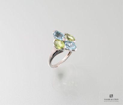Bague en or gris, 750/°°, ornée d'un diamant...