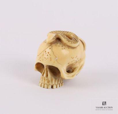 JAPON Netsuké en ivoire figurant un serpent...