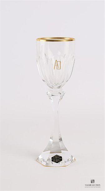 SAINT LOUIS Suite de quatorze verres à vin...