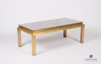 Table basse en bronze doré, le plateau encastré...
