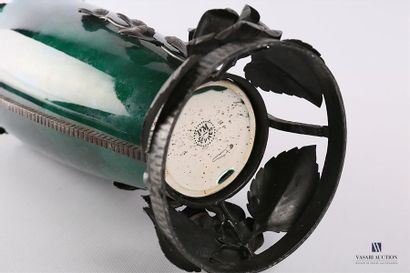 Paul MILLET (1870-1950) - SEVRES Vase de forme balustre la monture en fer forgé...