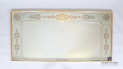 Miroir de forme rectangulaire ourlé d'une...