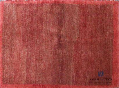 GABBEH Tapis en laine à fond et bordure rouge...