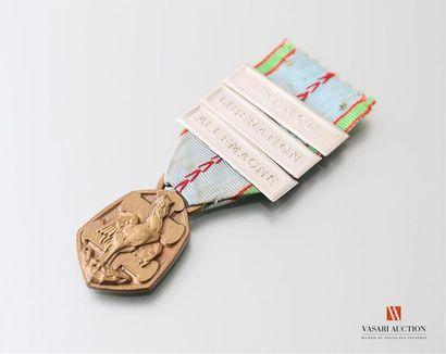 France: médaille commémorative de la guerre...