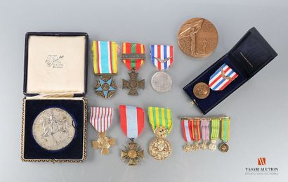 Ordres et décorations : Croix de Guerre TOE,...