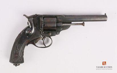 Revolver KERR, du type adopté par les officier...