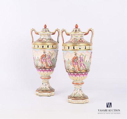 NAPLES - Cappodimonte Paire de vase couvert...