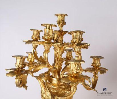 CLODION (1738-1814), d'après Importante garniture de cheminée en bronze doré comprenant...