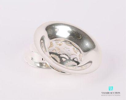 Beurrier en métal argenté de forme ronde,...