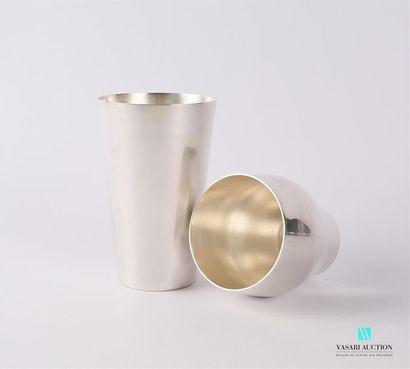 Shaker en métal argenté uni. Orfèvre : Gallard...